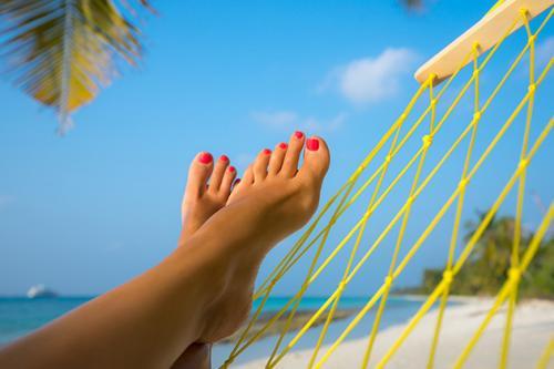 Kaki di atas hammock