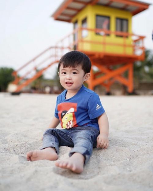 Seorang netizen menilai, Raphael Moeis kekurangan kasih sayang setelah Sandra Dewi melahirkan anak keduanya. (Foto: Instagram/@raphaelmoeis)