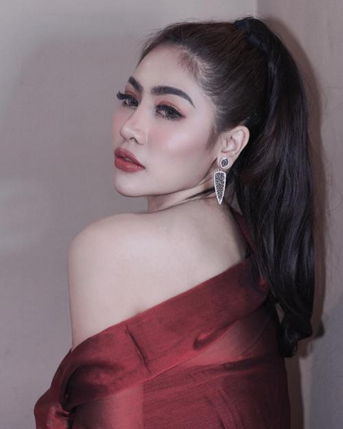 Liza Aditya mengancam akan melaporkan pihak-pihak yang menyebarkan hoax soal skandal seksnya dengan Atta Halilintar. (Foto: Instagram/@lzadtya)