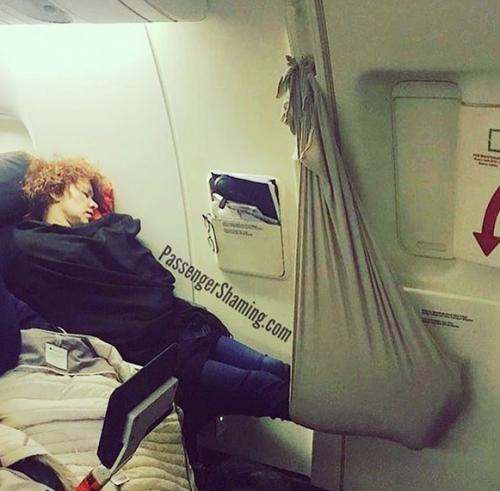 Penumpang pesawat tidur