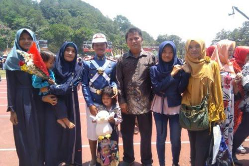 Keluarga Riri (Foto: TNI)