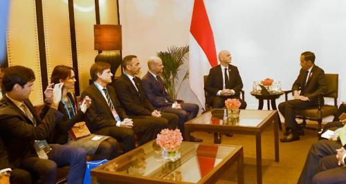 Pertemuan Jokowi dengan Presiden FIFA di Bangkok, Thailand