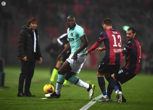 Suasana laga Bologna vs Inter