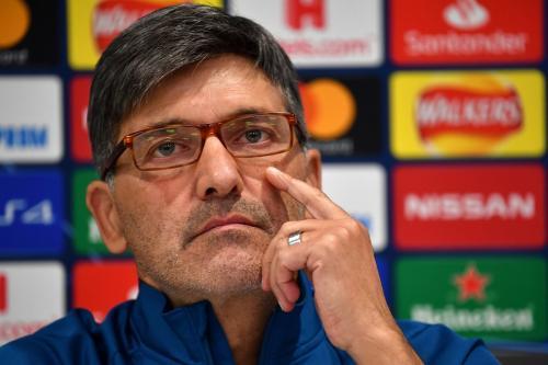 Felice Mazzu sengaja memboyong seluruh skuadnya ke Liverpool (Foto: UEFA)