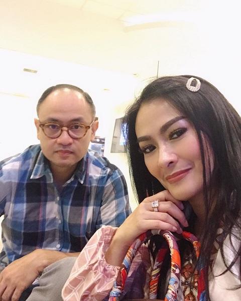 Iis Dahlia membagikan resep kelanggengan rumah tangganya dengan Satrio Dewandono. (Foto: Instagram/@isdadahlia)