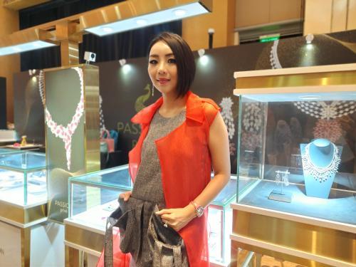 Kemudian bicara tren perhiasan di tahun 2020, sebut Ayrin, colour diamond kini paling diminati para pencinta perhiasan.