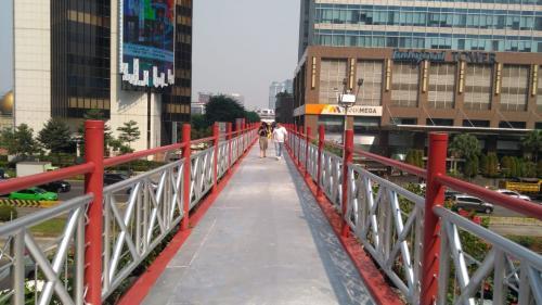 Jembatan penyebrangan orang