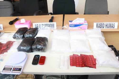 Barang bukti narkoba jaringan Malaysia-Indonesia. (Foto: Muhamad Rizky/Okezone)