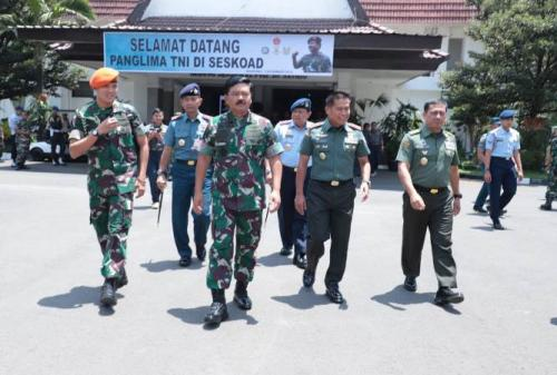 Panglima TNI Marsekal Hadi Tjahjanto di Sekolah Staf dan Komando Angkatan Darat, Jalan Gatot Subroto No 96, Bandung, Jawa Barat, Kamis (7/11/2019). (Foto : Puspen TNI)