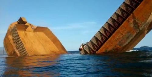 Kapal Tongkang Pengangkut Nikel Milik PT Antam Patah Lalu Tenggelam di Sultra (foto: Ist)
