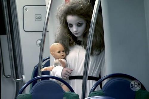 Perempuan di gerbong kereta