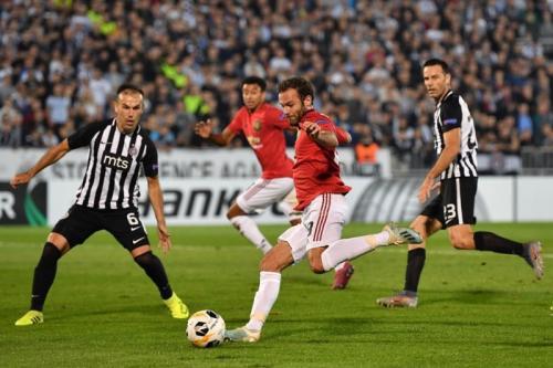 Suasana laga Manchester United vs Partizan
