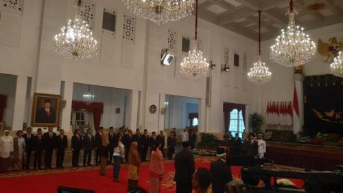 Presiden Jokowi saat menganugerakan gelar pahlawan nasional kepada 6 tokoh. (Foto : Okezone.com)