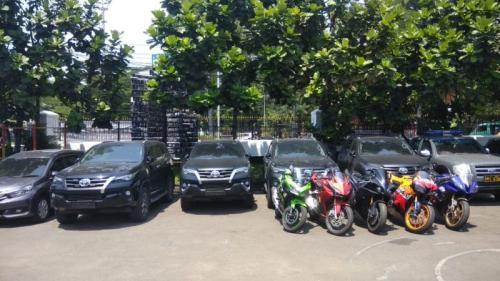 Kasus Penipuan Akumobil, Polisi Sita Mobil Mewah hingga Motor Sports (foto: Okezone/CDB Yudistira)