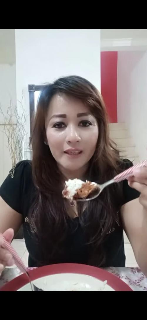 5 Momen Kulineran Dewi Tanjung, Kader PDIP yang Laporkan