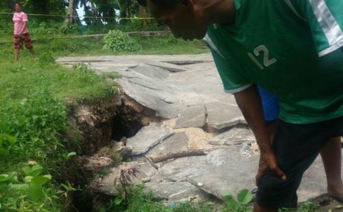 Tanah ambles di Desa Sila, Kecamatan Nusalaut, Kabupaten Maluku Tengah, Maluku, Jumat (8/11/2019). (Foto : Dok BNPB)