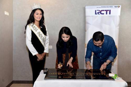 Karena itu juga tujuan dari dibentuknya Miss Indonesia, melahirkan perempuan yang tak hanya cantik wajah tapi hati juga.