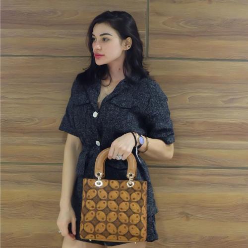 Nora Alexandra batik