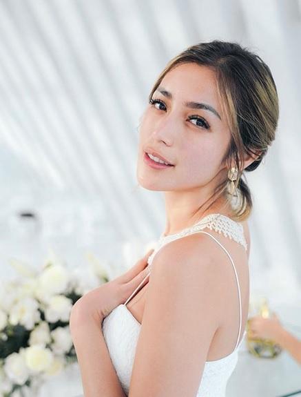 Jessica Iskandar mengaku, cincin pernikahannya dengan Richard Kyle dipesan di Hong Kong. (Foto: Instagram/@inijedar)