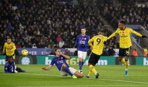 Alexandre Lacazette gagal memanfaatkan peluangnya di babak pertama (Foto: Premier League)