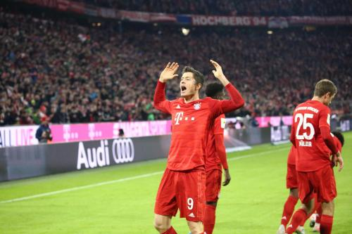 Torehan gol Robert Lewandowski tetap mengagumkan di usia yang tak lagi muda (Foto: Twitter/FC Bayern)