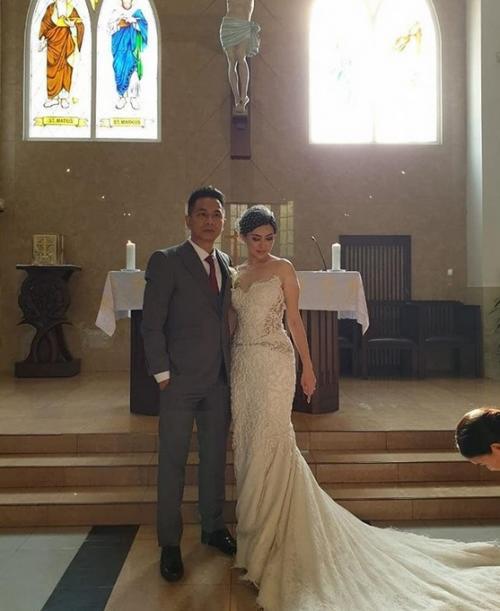 Delon dan istri