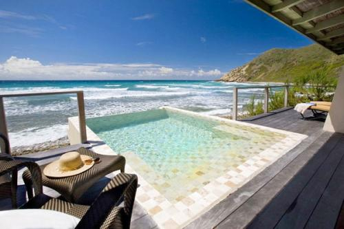 Kolam renang di hotel Biras Creek di Kepulauan Virgin Britania Raya ini sangat mewah dan eksklusif, memiliki 31 suite untuk tamu pribadi.