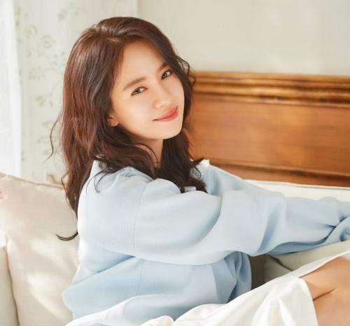 Song Ji Hyo mendapat tawaran untuk membintang drama karya sutradara SKY Castle. (Foto: Celderma)