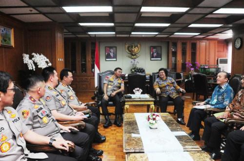 Menteri LHK Siti Nurbaya Bertemu Kapolri Idham Azis di Kementerian LHK (foto: Ist)