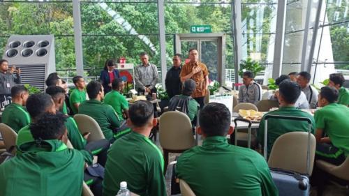 Timnas Indonesia disambut Ketua Umum PSSI Mochammad Iriawan di Bandara Internasional Kuala Lumpur (Foto: PSSI)