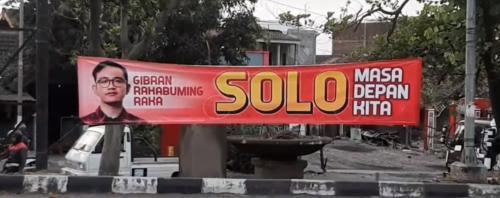 Spanduk dukungan Gibran maju Pilwalkot Solo 2020. (Foto: Dok Okezone/Bramantyo)