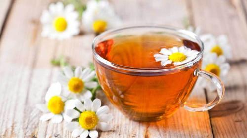 Teh chamomile dikenal karena efeknya yang menenangkan.