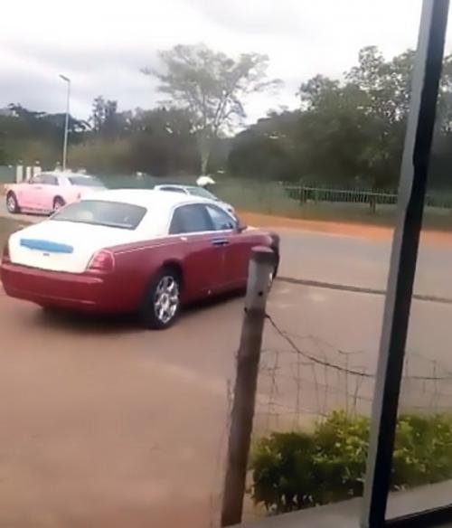 Mobil mewah raja afrika dengan 15 istri