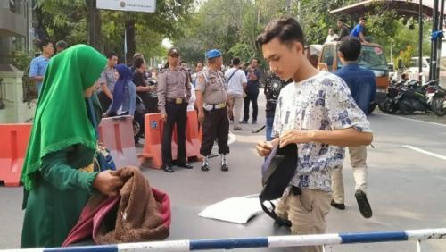 Mapolrestabes Medan usai ledakan bom kemarin. (Foto: Stepanus Purba/iNews.id)