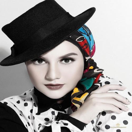 Irish bella padukan hijab dan topi