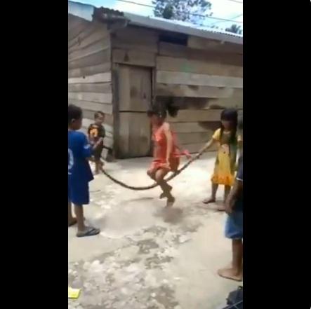 Anak-anak bermain
