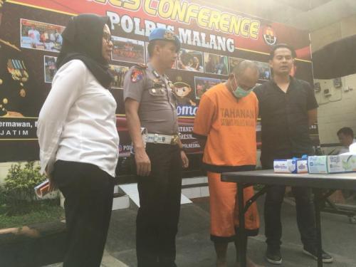 Polres Malang Gelar Perkara Ayah Tega Setubuhi Anak Kandungnya Sendiri (foto: Okezone/Avirista M)