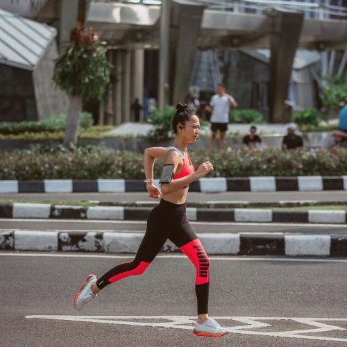 Perempuan lari