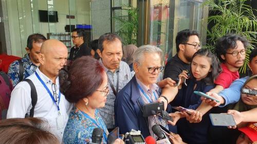Aktivis antikorupsi berencana lawan UU KPK Baru lewat judicial review (Foto : Okezone.com/Arie Dwi Satrio)