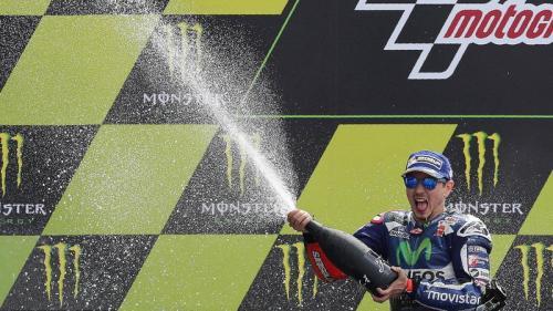 Jorge Lorenzo tampil sebagai pemenang MotoGP Spanyol 2015 (Foto: AFP)