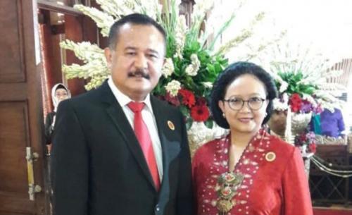 Menlu Retno dan Suami