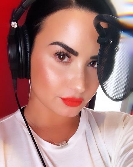 Demi Lovato mengaku sedang menggarap karya baru untuk para penggemar setianya. (Foto: Instagram/@ddlovato)