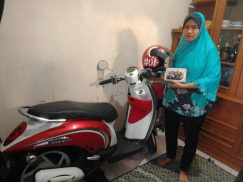 Keluarga almarhumah Niswatul Umma Kecewa saat Polisi Menyatakan Korban Menjadi Tersangka (foto: Okezone/Hambali)