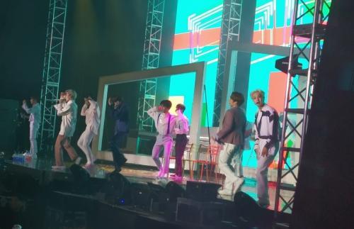 Seventeen konser di Jakarta