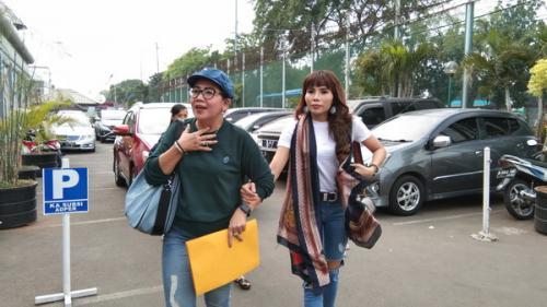 Tuty Suratinah mengaku kebebasan Kris Hatta sebagai kado Natal terindah untuknya. (Foto: Okezone)