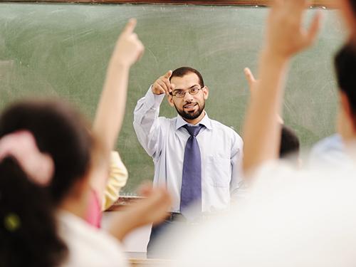 Pria mengajar