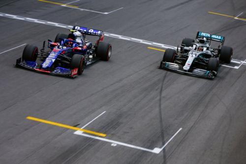 Pierre Gasly dan Lewis Hamilton