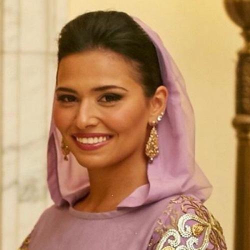 Putri raja arab berhijab