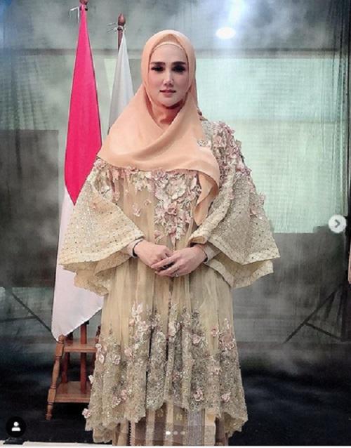 Mulan Jameela pakai tunik. (Foto: Instagram @mulanjameela1)