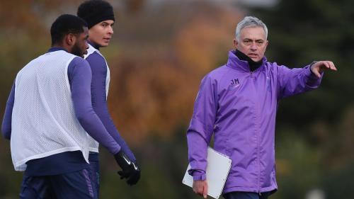 Jose Mourinho memulai pekerjaan baru di Tottenham Hotspur (Foto: Twitter/SpursOfficial)